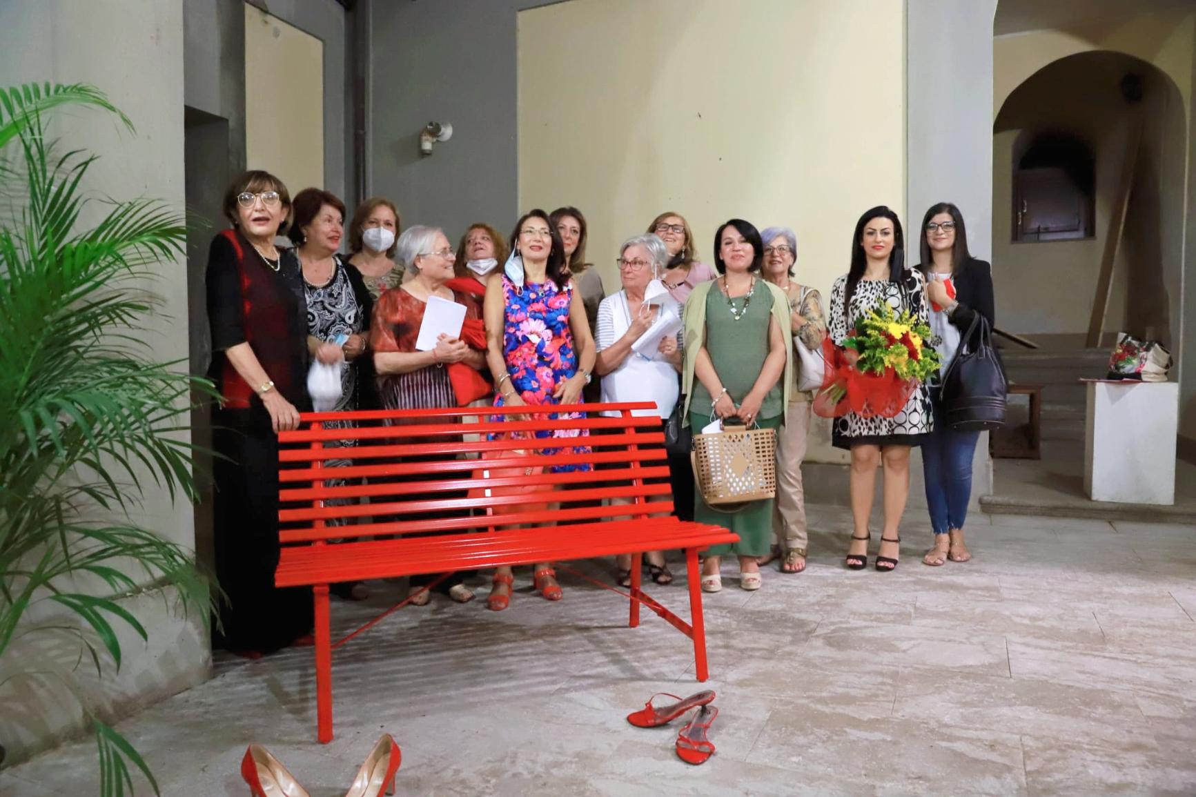 Taurianova: una panchina rossa in memoria di tutte le donne vittime di violenza